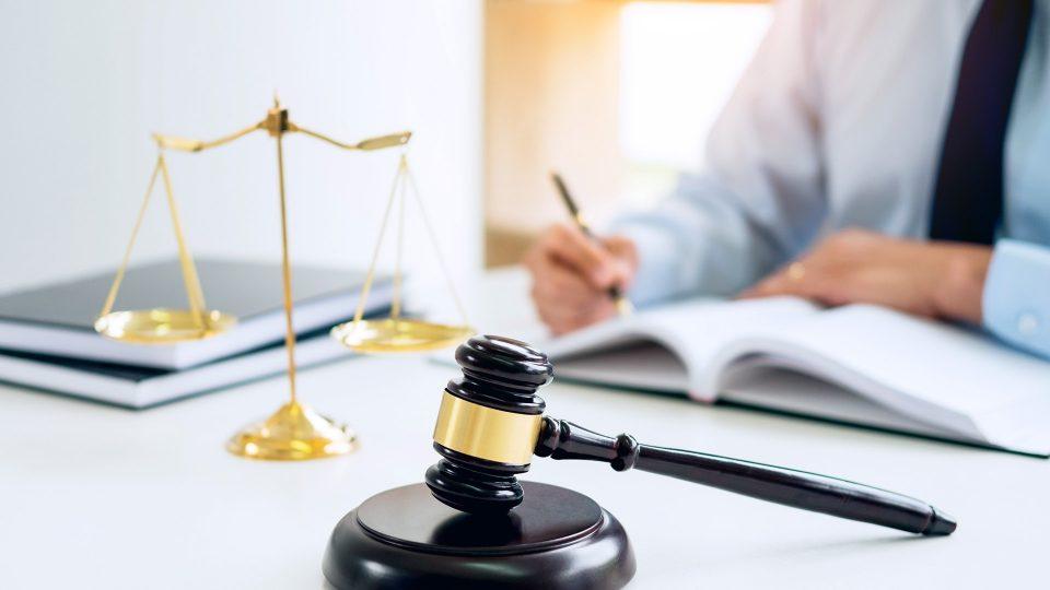 Yhä useammat lait vaikuttavat yrittäjän arkeen